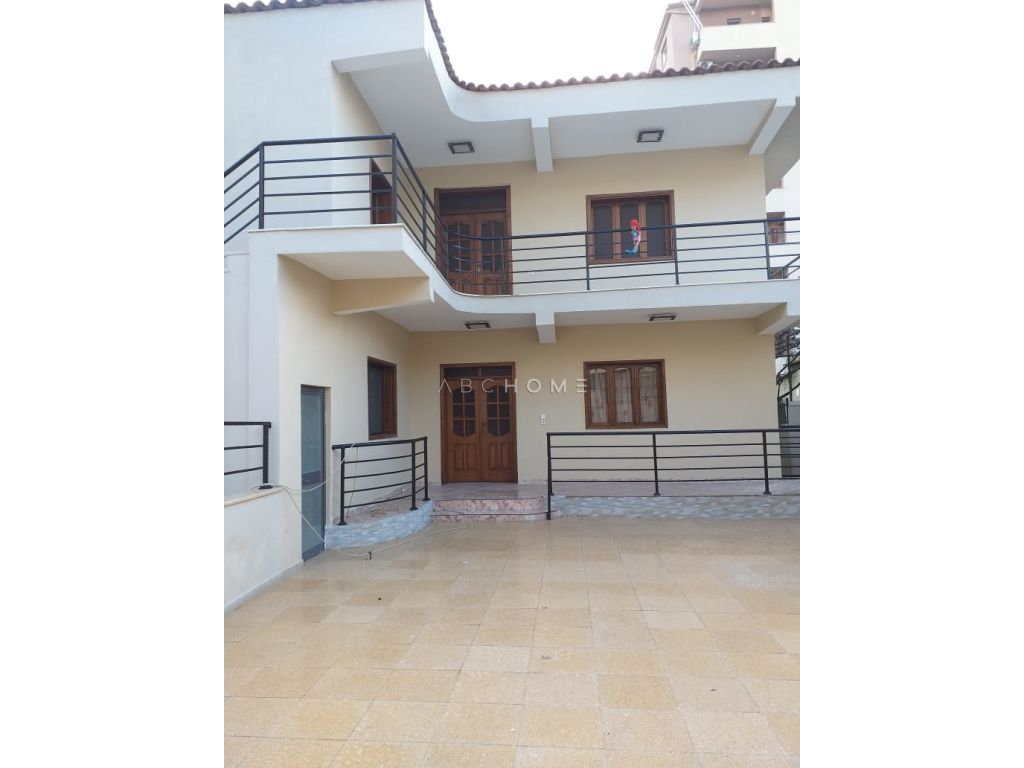 For rent the first floor of a villa in Zog i Zi, Tirana .