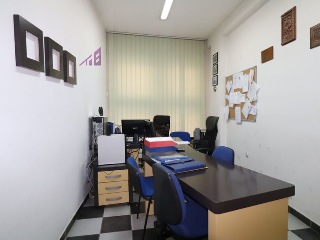 Office for rent in Center3