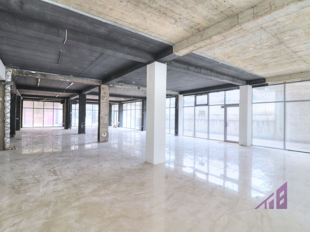 Lokal në shitje 290 m2 në lagjen Arbëria - Dragodan