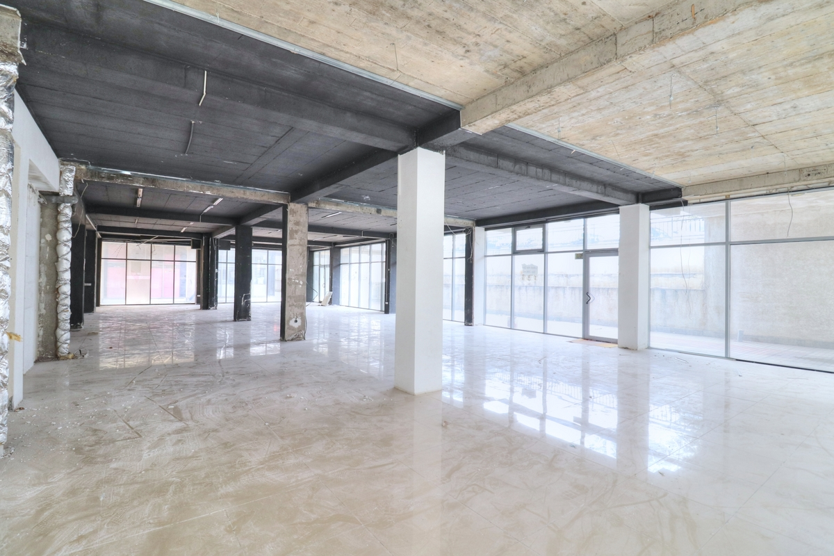 Lokal në shitje 290 m2 në lagjen Arbëria - Dragodan0
