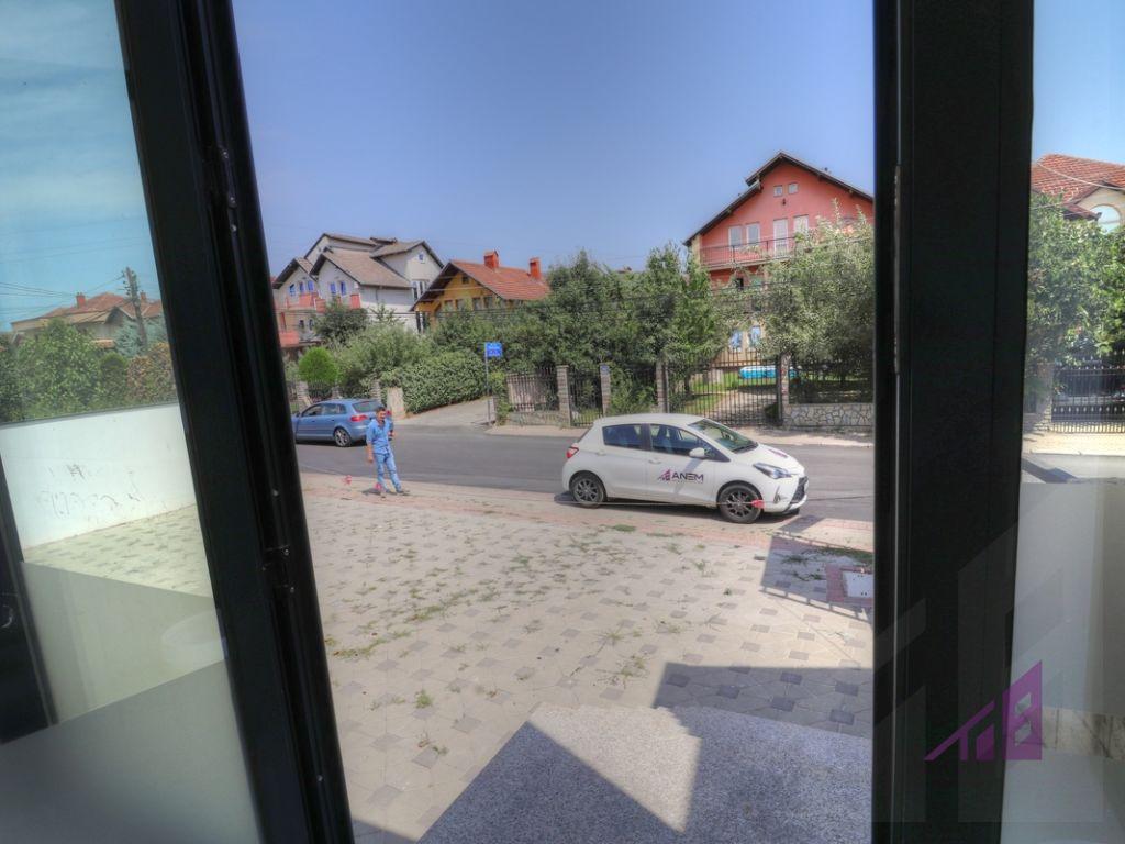 Dyqan me qira ne Veternik3