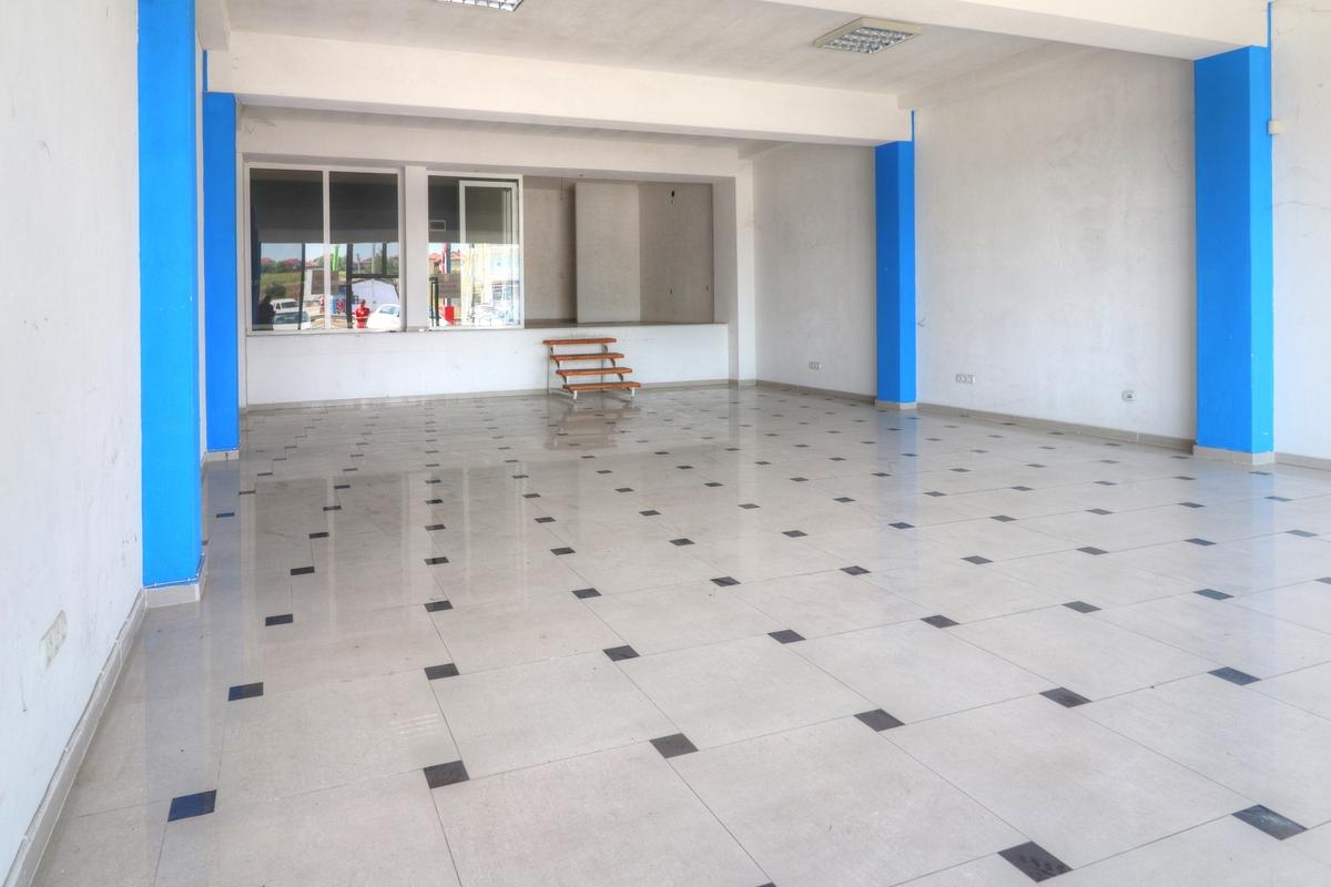 Lokal me qira 120 m2 në magjsitralen ,Prishtine-Mitrovicë