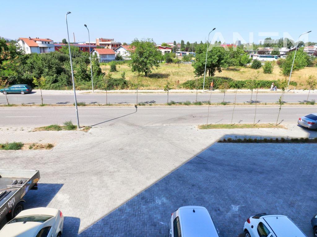 Lokal me qira 67m2 në lagjën Kalabria4