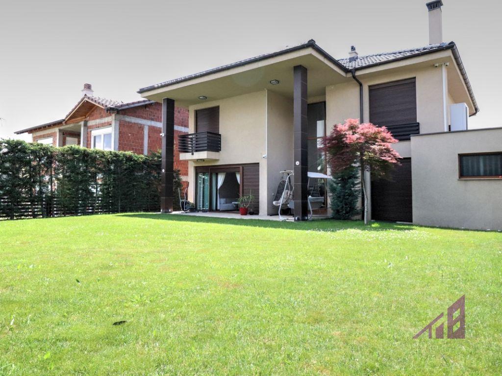 Shtëpi në shitje 293m2 në lagjen Veternik