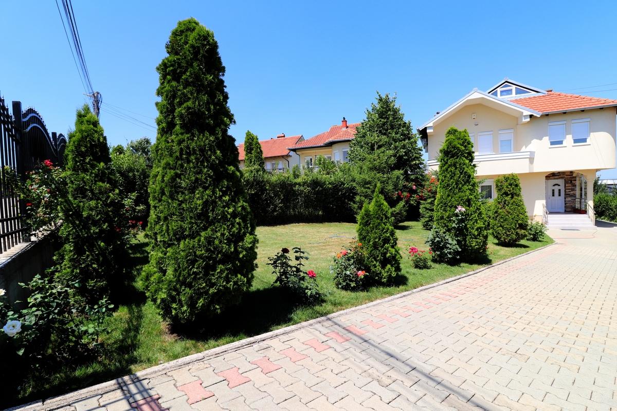 Shtëpi me qira me 3 dhoma gjumi në Arbëri