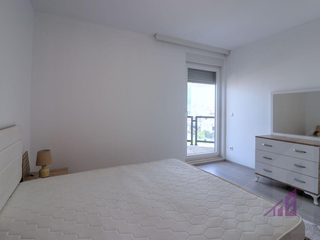 Banesë me qira me 3 dhoma gjumi ne lagjen Arbëria - Dragodan8