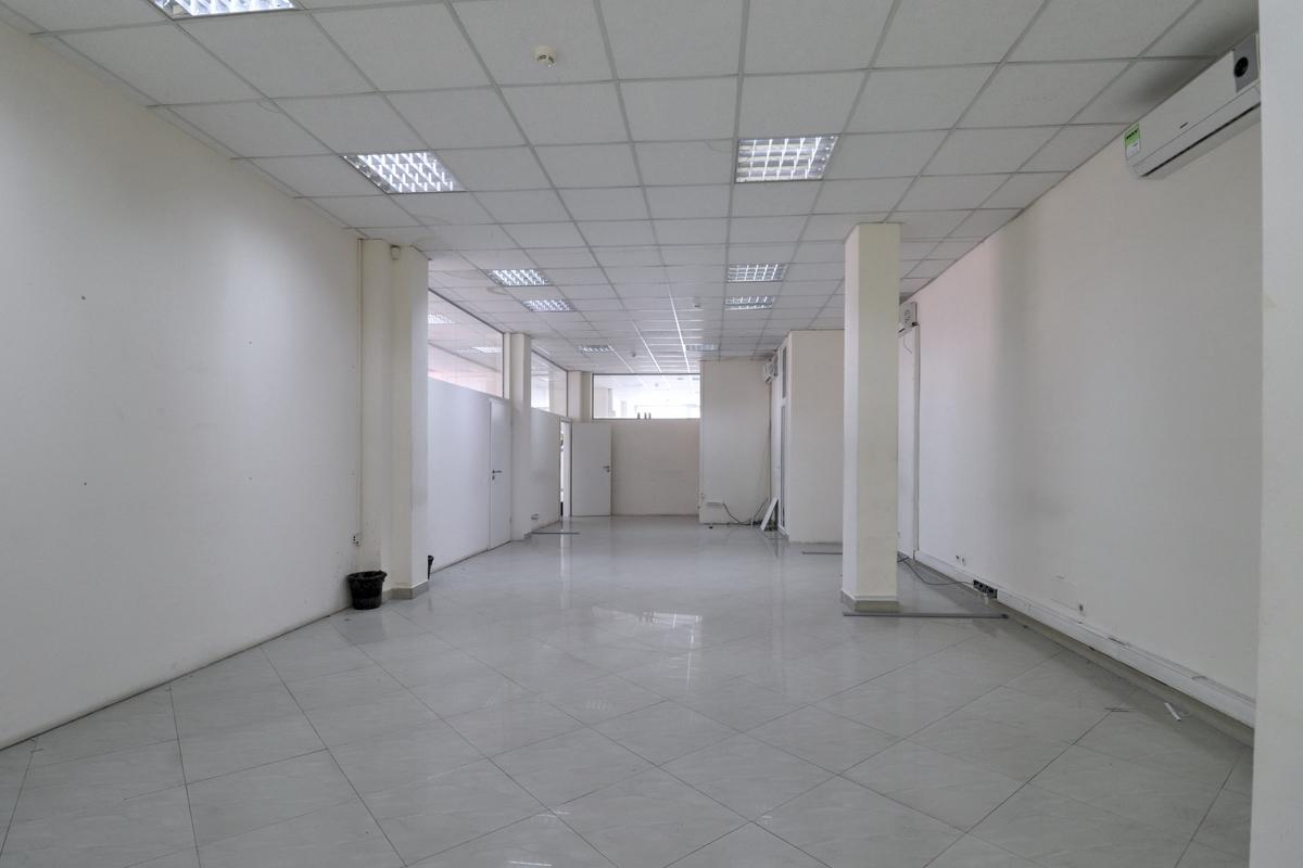 Zyre me qira 330m2 në lagjen Pejton3