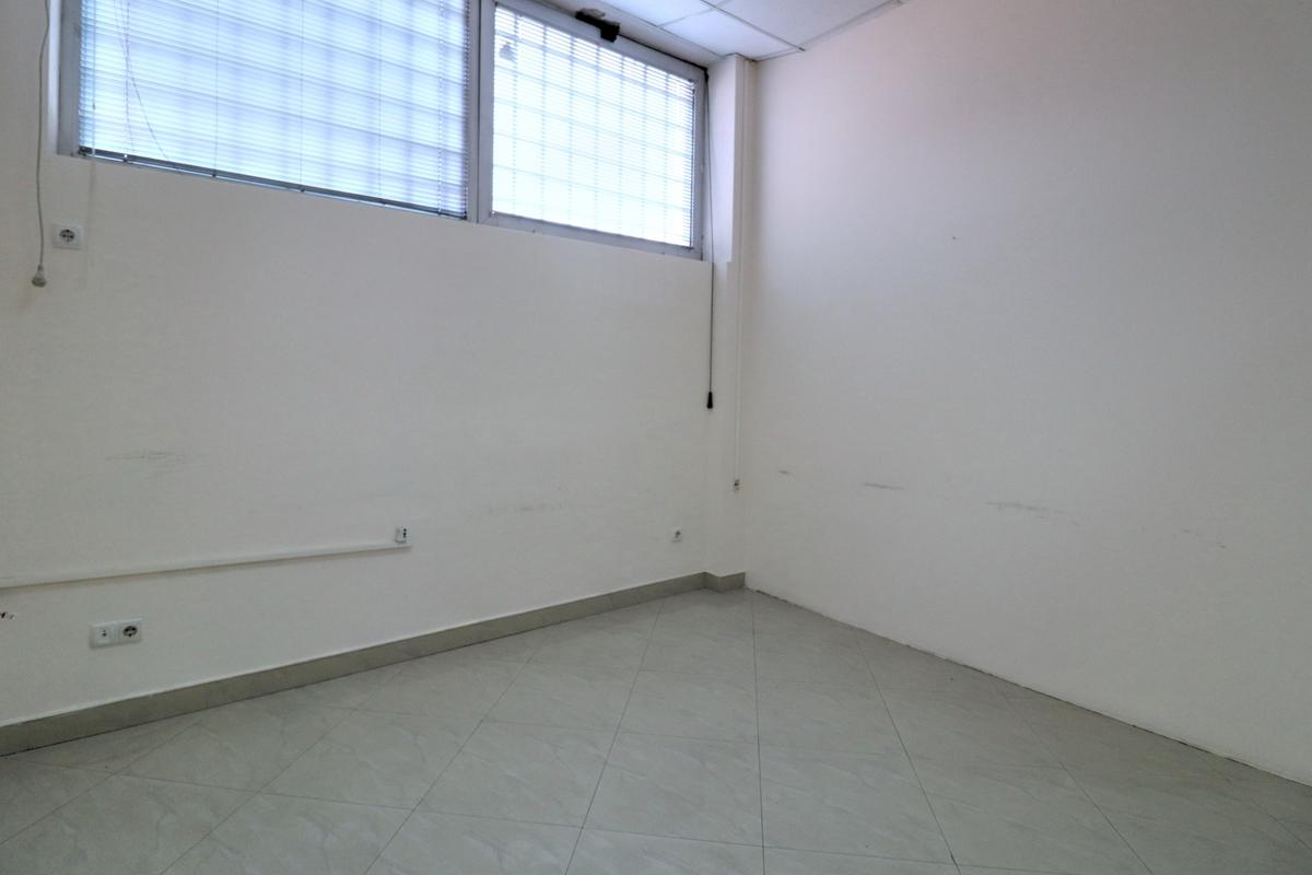 Zyre me qira 330m2 në lagjen Pejton6