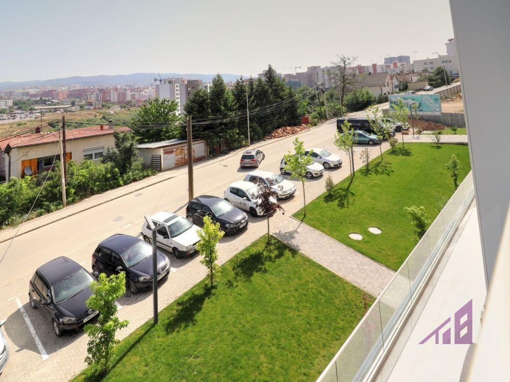 Zyre me qira me katër njësi në lagjën Prishtina e Re8