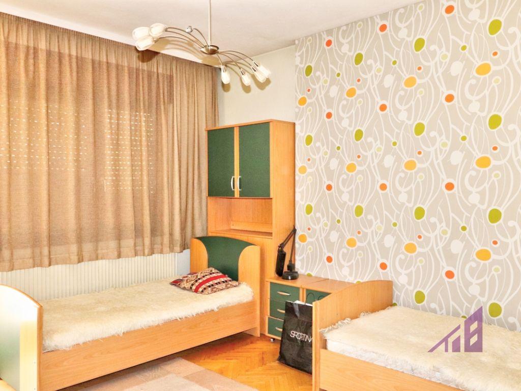 Shtëpi me qira me 4 dhoma gjumi ne lagjen Arbëria4