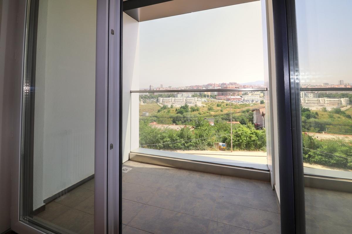 Zyre me qira me katër njësi në lagjën Prishtina e Re7