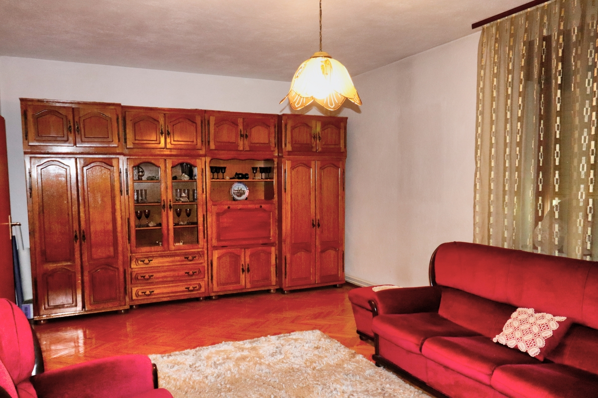 Shtëpi me qira me 4 dhoma gjumi ne lagjen Arbëria