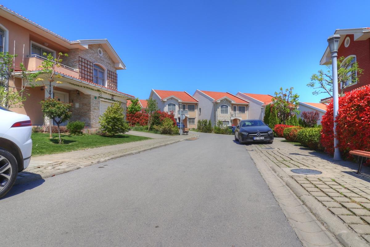 Shtëpi ne shitje 325 m2  në Fshatin Ndërkombëtarë