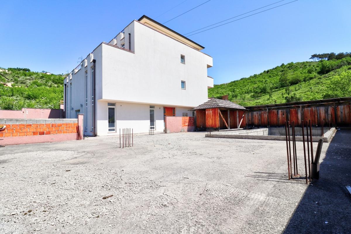 Shtëpi në shitje 1.100m2 ne Gërmi