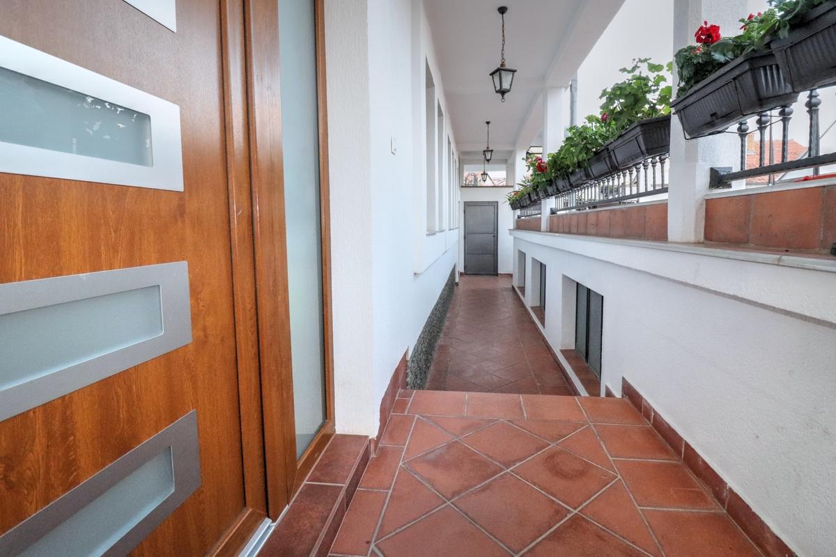 Shtëpia në shitje 185m2 në lagjën Sofalia