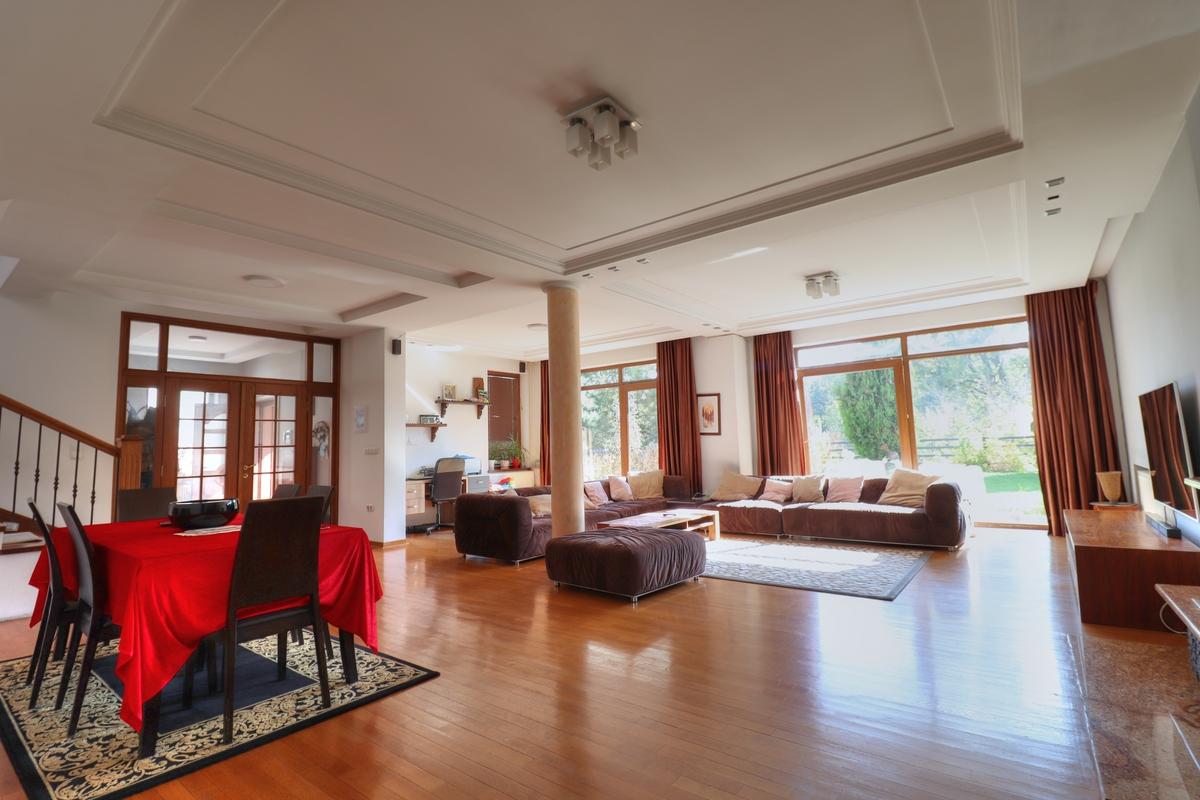 Shtëpi me qira me 4 dhoma gjumi në Taslixhe