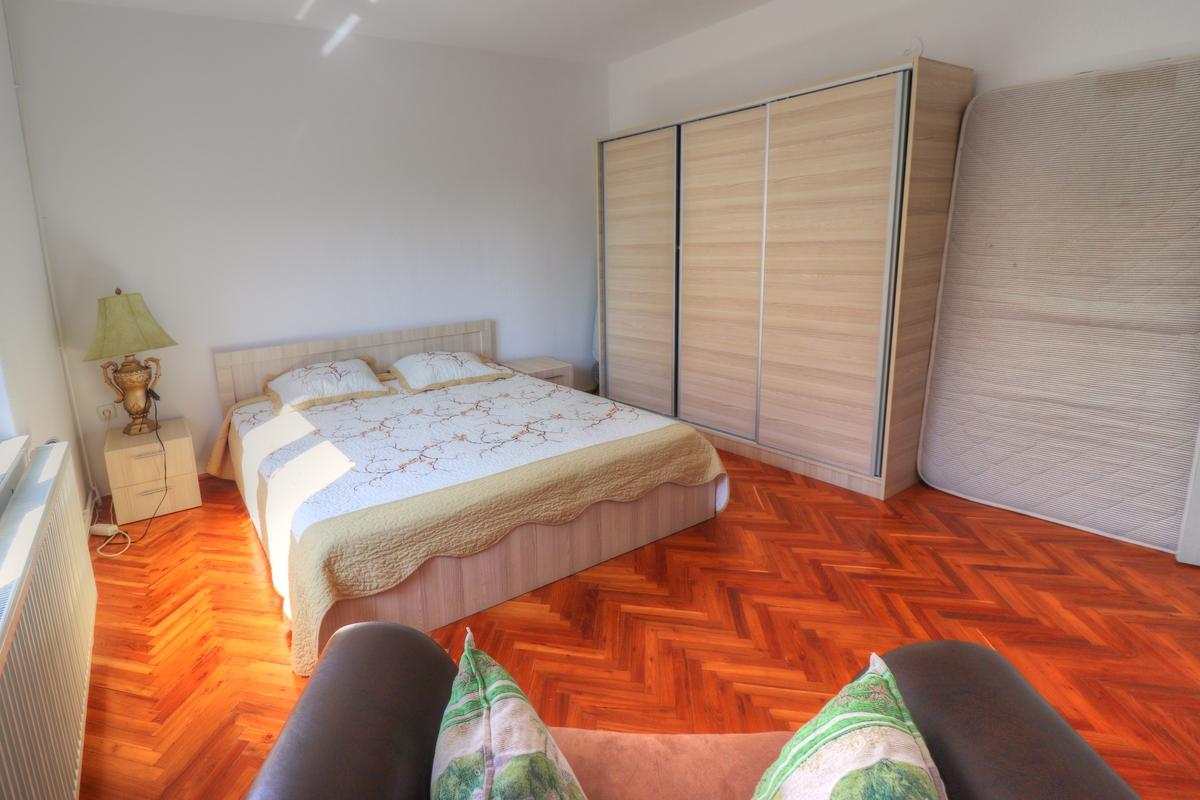 Shtëpi me qira me 5 dhoma gjumi në Taukbashqe6