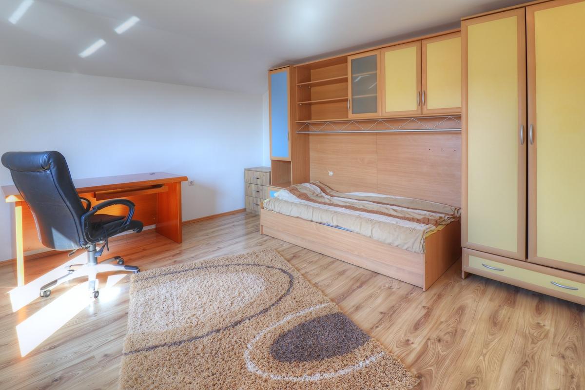 Shtëpi me qira me 5 dhoma gjumi në Taukbashqe8