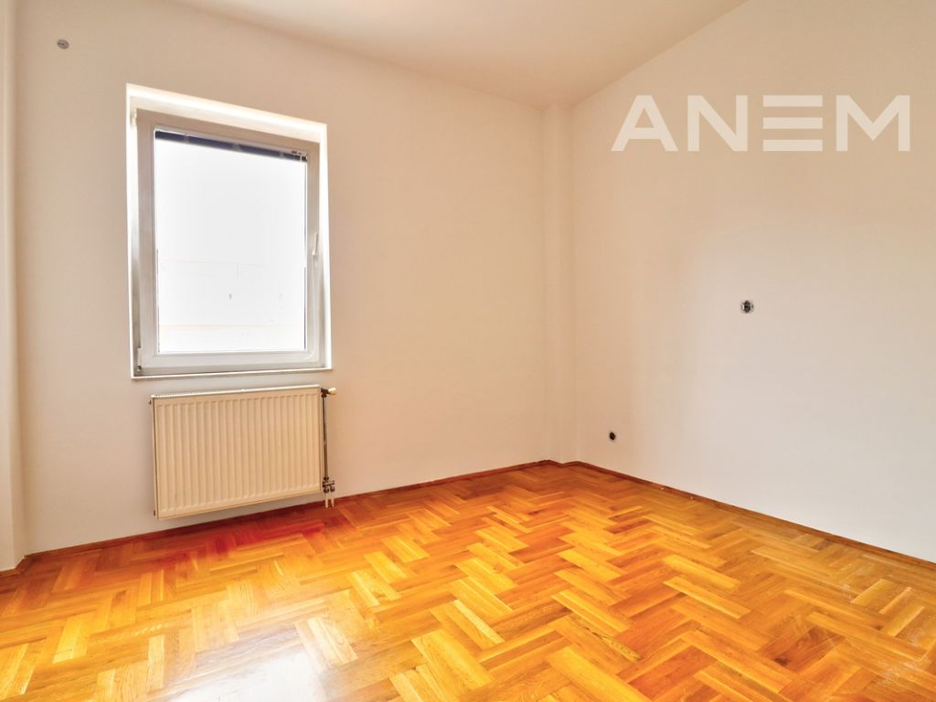150m2 apartment for rent in Peyton2