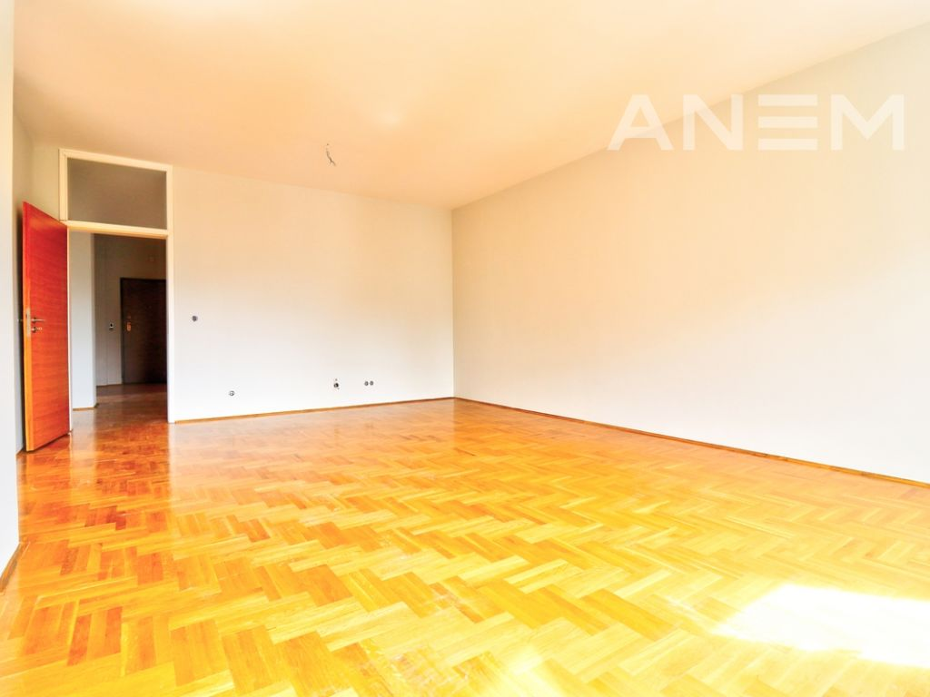 150m2 apartment for rent in Peyton4