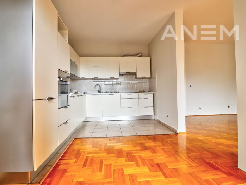 150m2 apartment for rent in Peyton5
