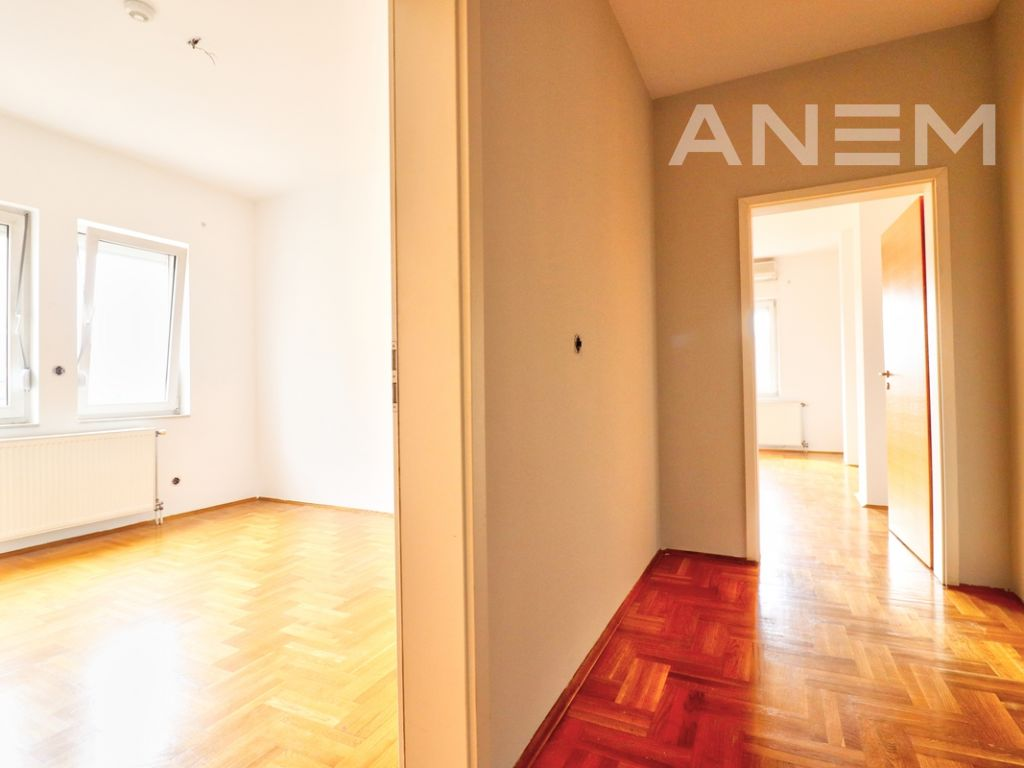 150m2 apartment for rent in Peyton8