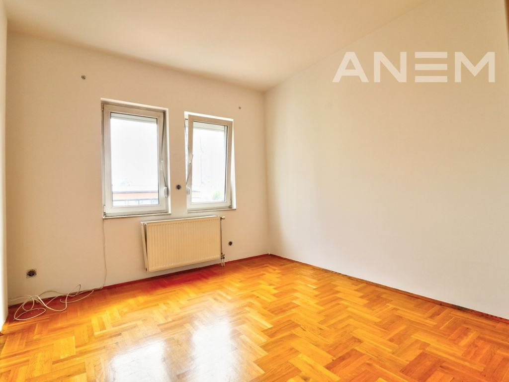 150m2 apartment for rent in Peyton9