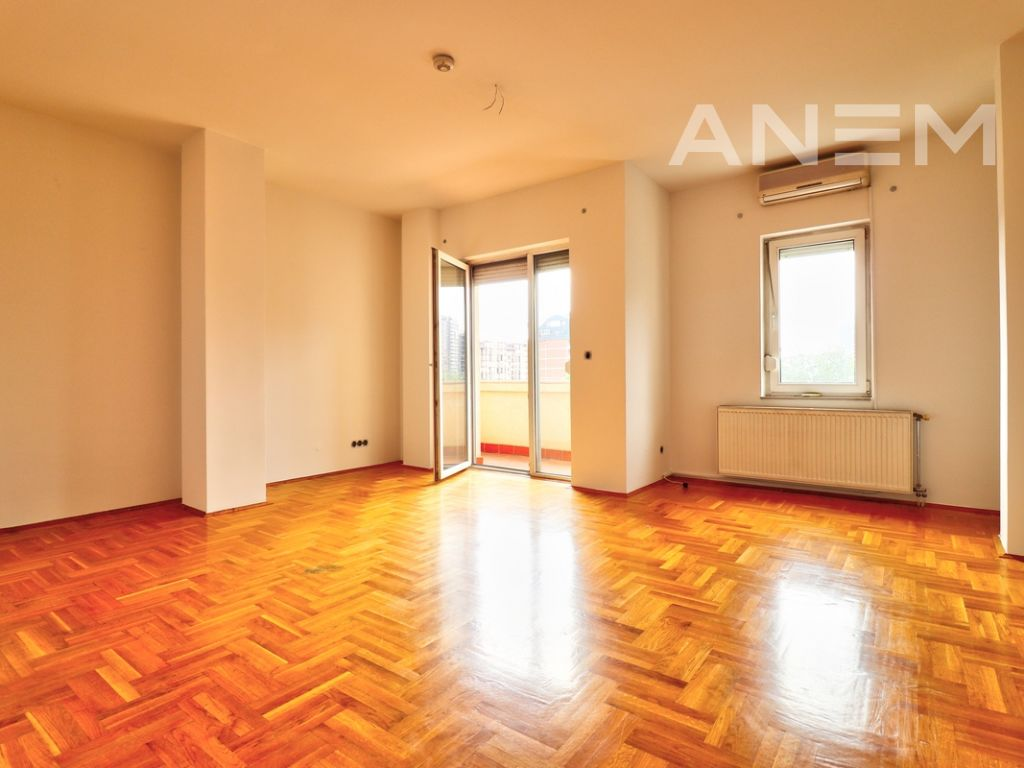 150m2 apartment for rent in Peyton10
