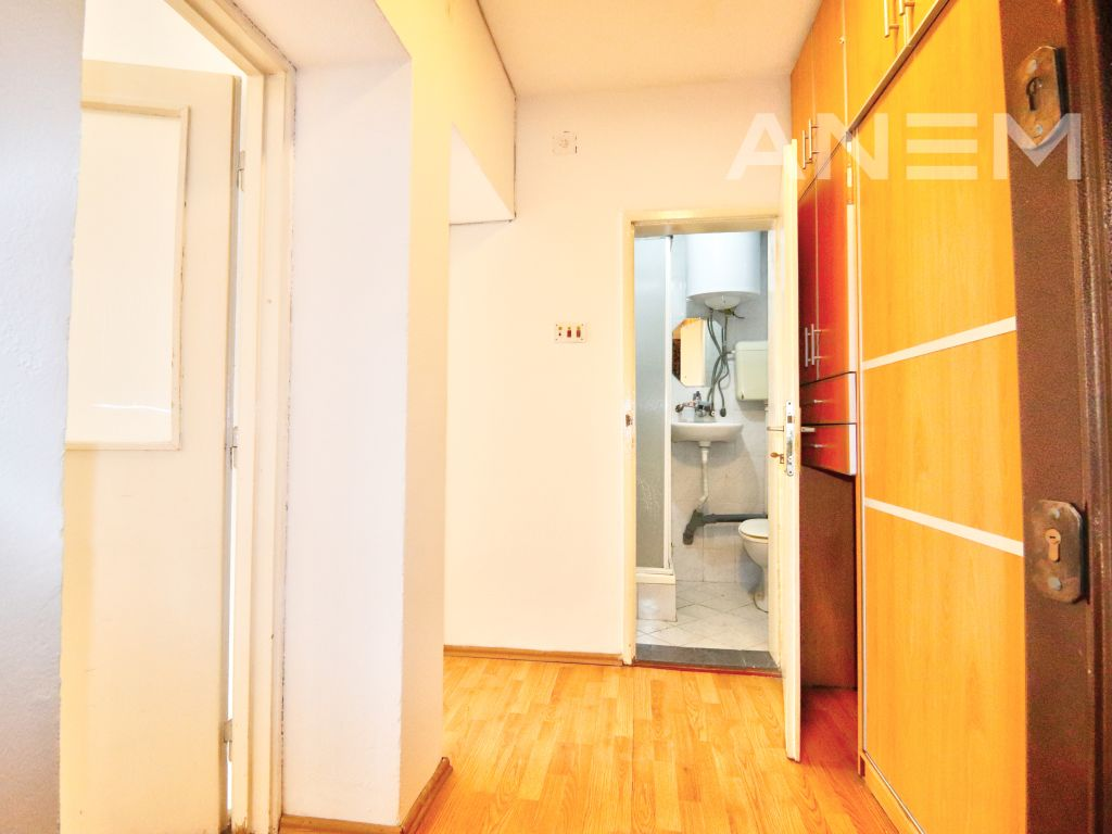 Office 50m2 for rent in Center1
