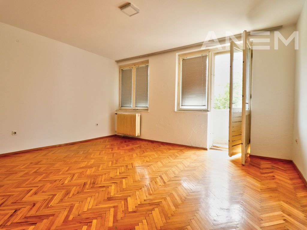 Office 50m2 for rent in Center2