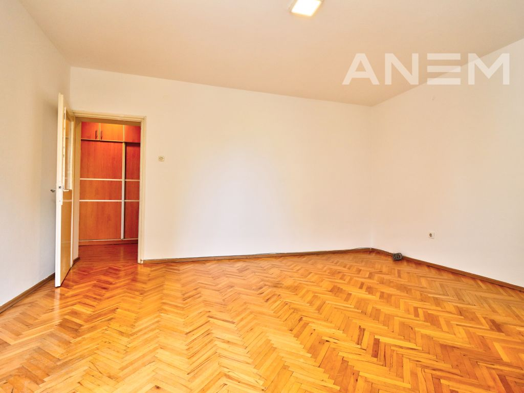 Office 50m2 for rent in Center3