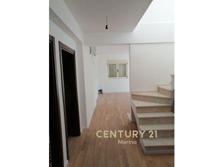 Na prodaju dvosoban duplex stan u centru Tivta