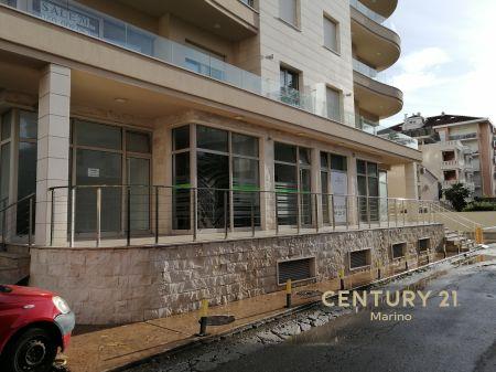 Prodaje se ekskluzivni poslovni prostor u centru Budve