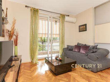 Lijep i namješten stan na prodaju u Kotoru!