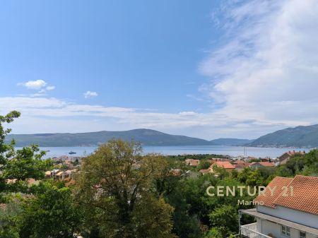 Na prodaji dvosoban stan u Tivtu, Mazina. Pogled na more i na ceo Porto Montenegro
