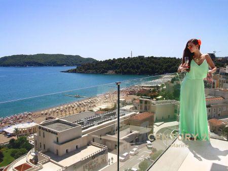 Prodaje se luksuzni Hotel 4* u Bečićima, sa direktnim pristupom plaži!