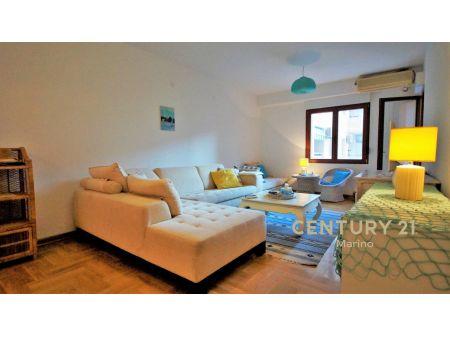 Prodaje se jednosoban stan namješten u Budvi, Rozino. Garaža uključena u cenu!