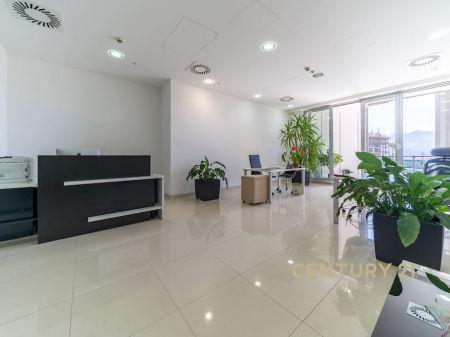 Na prodaju nova adresa za vaše poslovanje u Crnoj Gori, visokokvalitetni komercijalni prostor s pogledom na more!