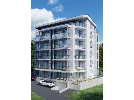 Prodaje se visokokvalitetni penthouse na 5 spratu s pogledom na more u Bečićima!