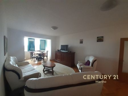 For rent three bedroom apartment!