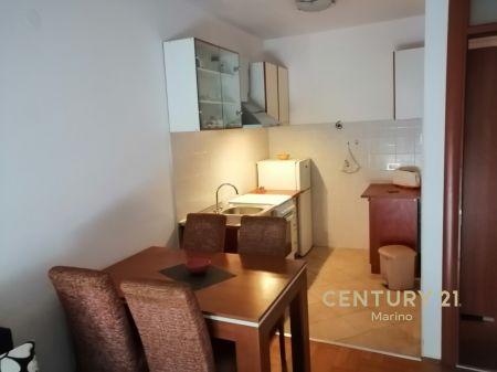 Na prodaju jednosoban stan u centru Tivta!