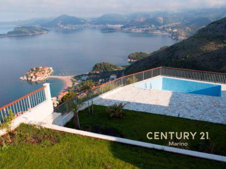 Na prodaju trosobna kuća iznad ostrva Sveti Stefan!