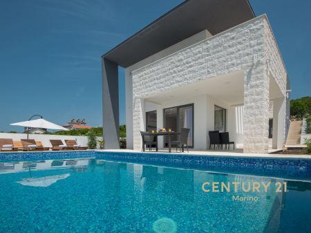 Na prodaju moderna vila u Krimovici sa bazenom!