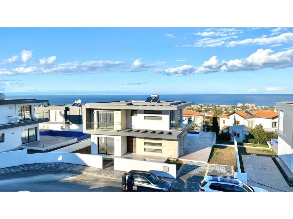 4+1 villa for sale in Kyrenia, Edremit