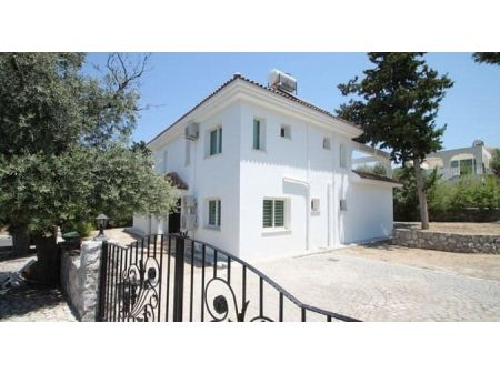 4+1 villa for rent in Kyrenia, Bellapais