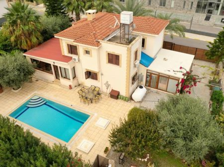4+1 villa for sale in Kyrenia, Ozankoy