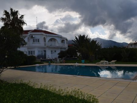 3+2 villa for sale in Kyrenia, Catalkoy