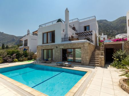 3+1 villa for sale in Kyrenia, Karmi