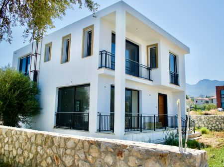4+1 villa for sale in Kyrenia, Catalkoy