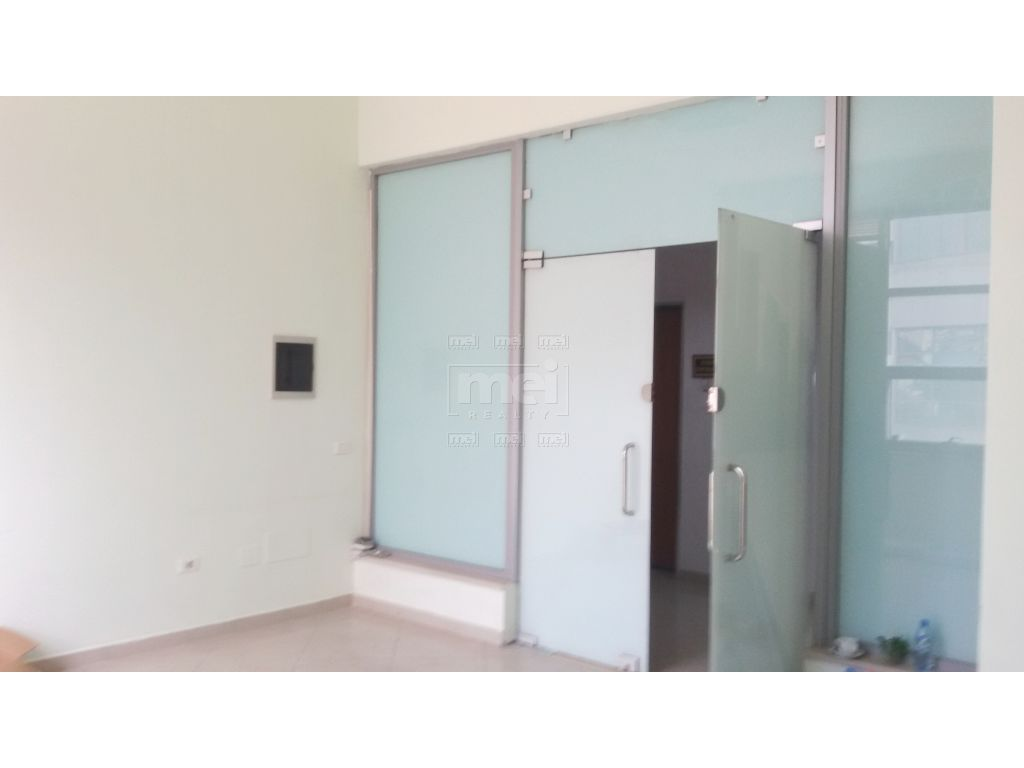 Ambjent zyre me qera, 80 m2, Zogu i Zi.